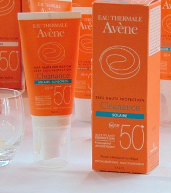 manoibema-cremesolaire-peauacneique-eauthermaleavene-cleanance-peauindice 50