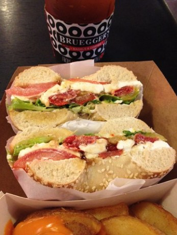 bagel-poulet-broadway-brueggers-toulouse-manoibema