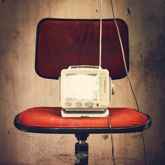 red-vintage-old-chair-large-television-media-manoibema